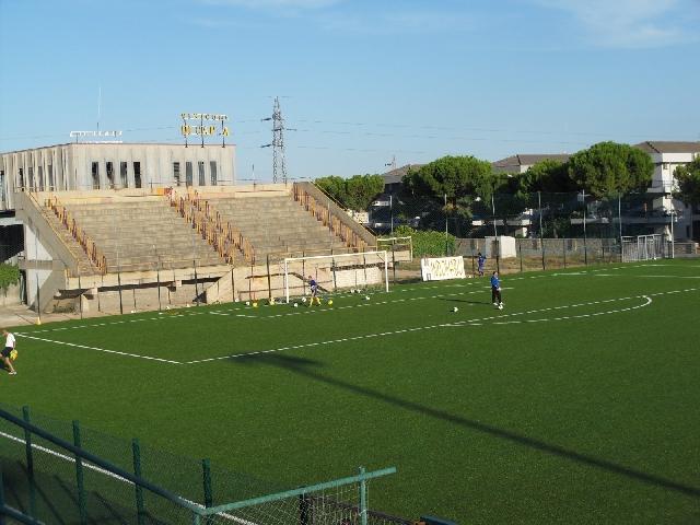 Campo sportivo ricciardelli san severo sport for Campo sportivo seminterrato